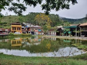 O pacato distrito de Lumiar, em Nova Friburgo, região Serrana do Rio de Janeiro. Detalhe para o lindo lago cheio de tilápia.
